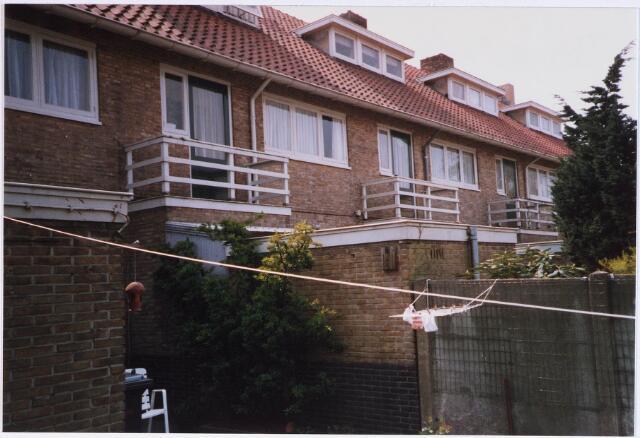 028373 - Achtergevels van panden aan de Philips Vingboonsstraat; panden zijn ontworpen door architect Dudok