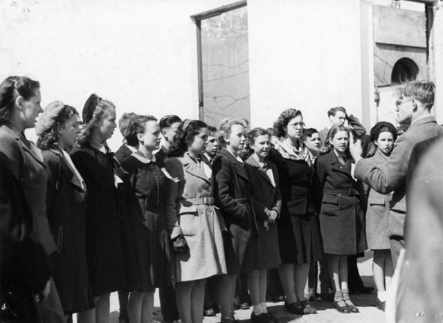 1238_F0216 - Groep meisjes, mogelijk een koor