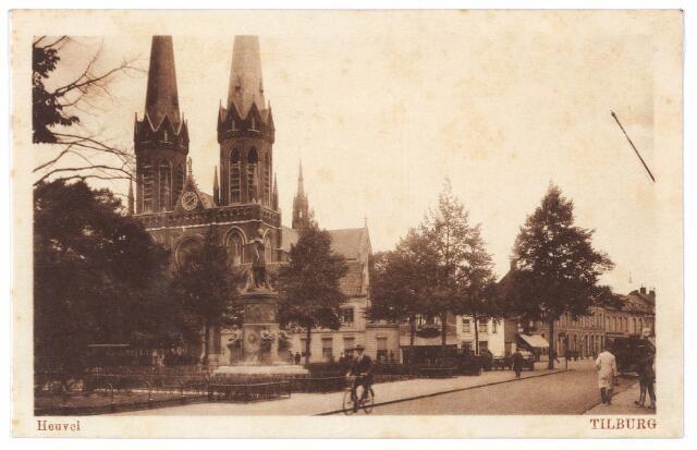 001025 - Zuidzijde Heuvel met standbeeld Willem II en kerk St. Jozef.