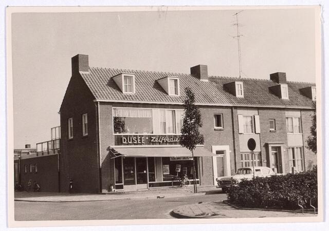 016815 - Levensmiddelenwinkel van Dusée aan het Burgemeester van de Mortelplein