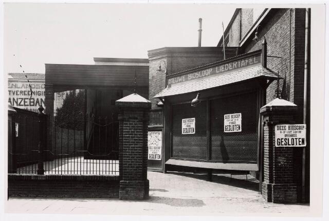 """035256 - Op 11 juni 1929 vond het bioscoop conflict plaats op last van de overheid moest ook de bioscoop """"Nieuwe Bioscoop Liedertafel"""" gesloten  worden"""
