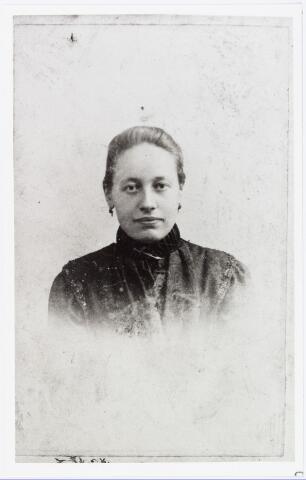 006441 - Anna Maria (Antje) van Puijenbroek, geboren Goirle 7 september 1864, trouwde te Goirle op 2 oktober 1888 met Franciscus C. de Beer en overleed te Tilburg in het St. Jozefgasthuis op 13 maart 1944.