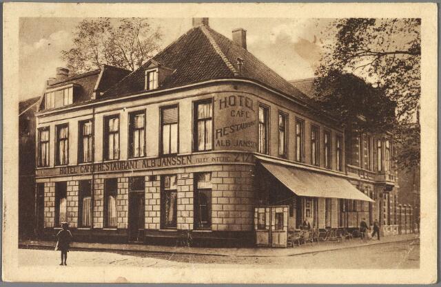 010186 - Hotel Albert Janssen Spoorlaan 128, hoek Stationstraat, gesloopt in 1931.