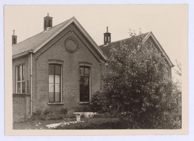 025670 - Zijgevel van de school aan de Heikant, de tegenwoordige Leharstraat, in 1966