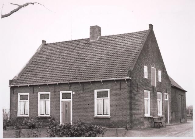 030804 - Boerderij van Frans Versteijnen op de Rugdijk, naast het oude zijterrein van VV ZIGO