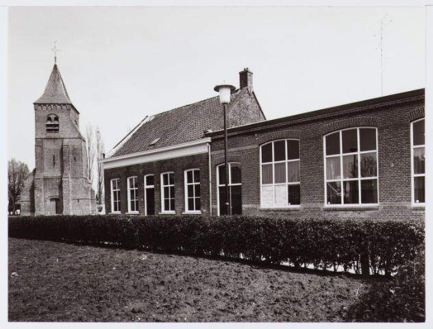"""063011 - Onderwijs. Het schoolgebouw """"Het Torenhoekske"""" te Enschot; waar vroeger de lagere school van Enschot was gevestigd"""