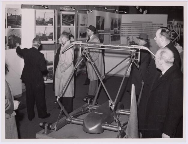 036786 - Spoorwegen: Electrificatie-tentoonstelling (15-29 april 1950) Stand: bovenleidingsmasten