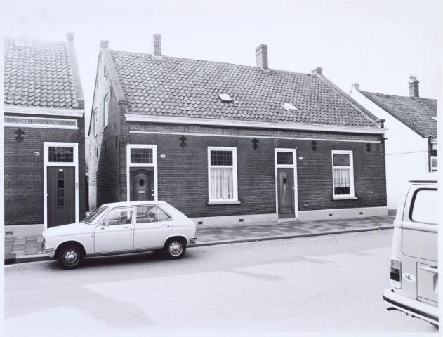 020558 - Panden Hasselstraat 131 (rechts) en 133 (links) medio 1976