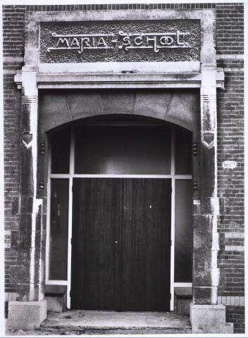 022692 - Ingang van de Mariaschool, een school voor lager onderwijs aan meisjes, in de Hoogvensestraat