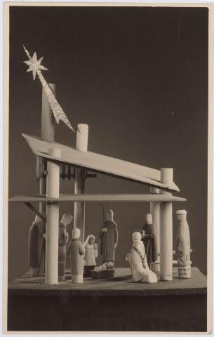 021488 - Maquette van de kerststal, ontworpen door beeldhouwer Hans Claessen. Het stalletje heeft jarenlang dienst gedaan