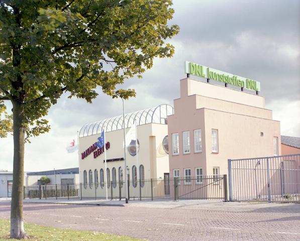 D-000578-1 - Bedrijfspanden van DNL kunststoffen & Dijkman Elektro aan de Wegastraat.  BNA, tentoonstelling architect Jan Mulders