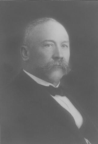 064125 - Schoenfabrikant Carl Höhner, geboren te Dabringhausen (D) op 28 november 1865 en overleden te Tilburg op 28 maart 1934. Hij trouwde met Josephina Broeckx.