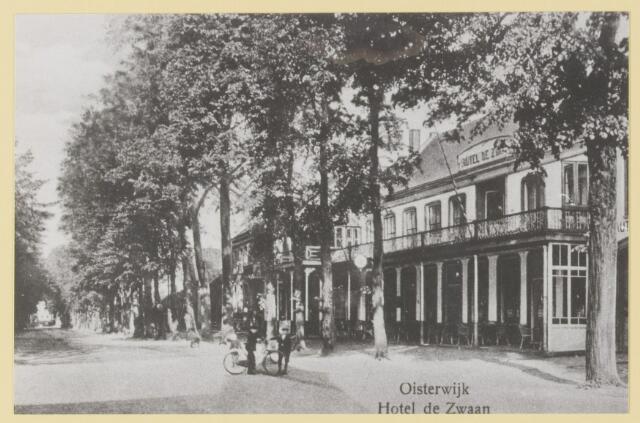"""077391 - Tweede wereldoorlog 1940-1945 Het hoofdkwartier van de Ortskommanant, hotel """"de Zwaan""""."""