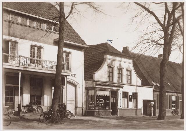 057464 - De Lind. Bakkerij J.M. Hoppenbrouwers. Dit pand werd in 1938 vervangen door een dubbelpand, thans in gebruik als eetcafé (De Tijd).