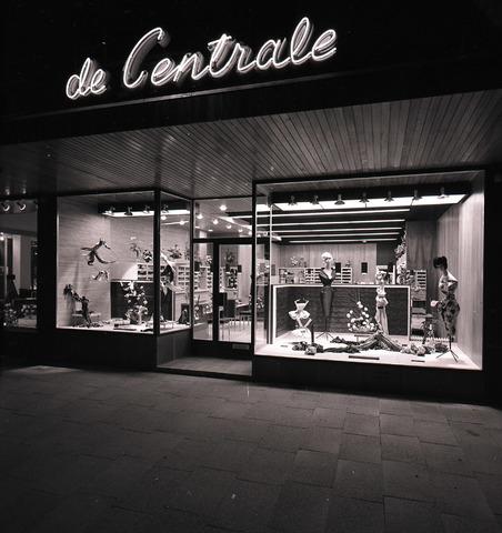 654445 - Middenstand. Stoffenhandel De Centrale.