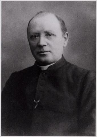 084349 - Franciscus Johannes Priems, geboren te Tilburg op 22 oktober 1863, overleed in het St. Adrianusgesticht te Hilvarenbeek op 28 mei 1935. Hij was pastoor te Esbeek van 1909 tot 1934.