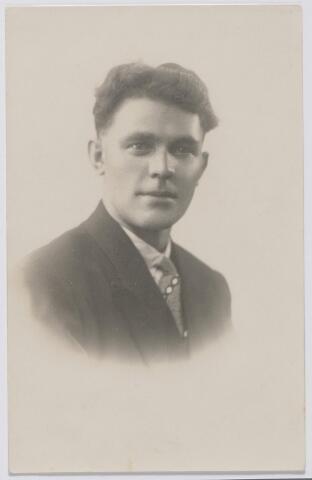 045053 - Cornelius Bernardus Maria (Bernard) van Huykelom, geboren te Tilburg op 23 augustus 1902, wever van beroep, trouwde te Tilburg op 19 juni 1928 met Wilhelmina M.C. Mommers.