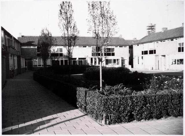 033430 - Panden aan de Tobias Asserlaan ontworpen door architect H.A. Maaskant