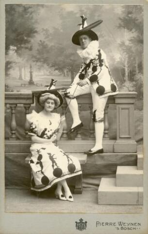 601671 - Wilhelmine van Zinnicq Bergmann. Casinobal 's-Hertogenbosch 1906?