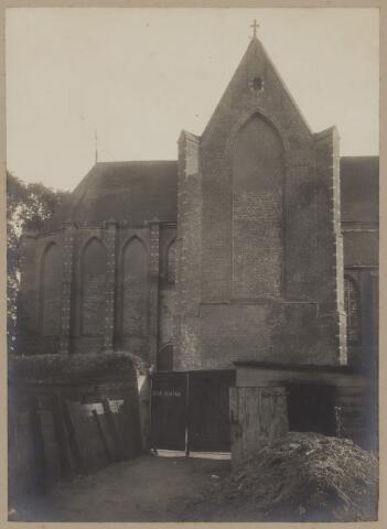 085145 - Dongen. Nederlands Hervormde Kerk. Zijaanzicht noordzijde vanaf voormalige schoenfabriek/looierij Smits. Zeer vroege foto voor 1900 ruimschoots voor de instorting van het schip.