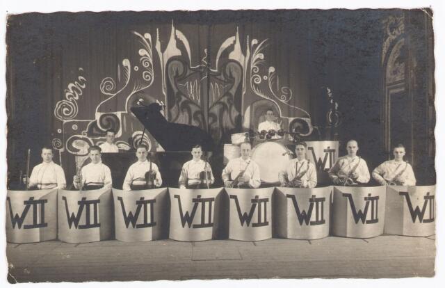 052509 - Muziekleven. popmuziek. Willem II orkest. vlnr: Kruisselbergh, nn, Jan Scholberg, Simons, Henk van Hooff, n.n., n.n., Frans Heffels, piano Harrie Möller, Drum Miel Verbunt.