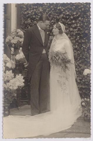 044609 - Bruidspaar Joop Beukers en Rita van Dooren.