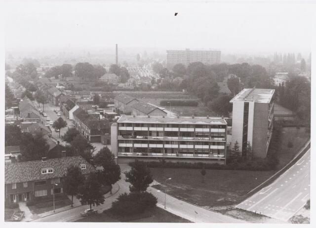 036510 - Panorama van Tilburg vanaf de bejaardenflat 't Laar.