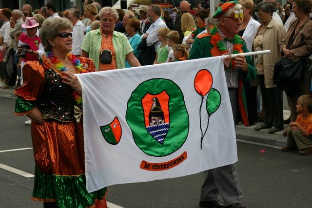 657327 - De T-parade. Een kleurrijke multiculturele optocht door het centrum van Tilburg. De vele culturen van Tilburg worden getoond.
