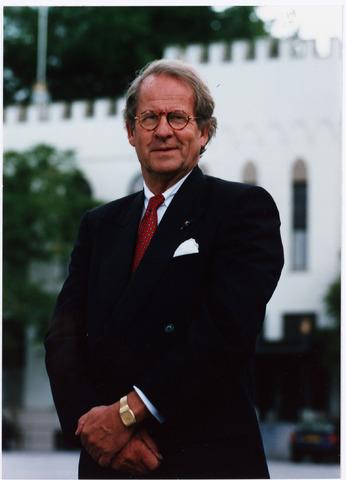 006650 - Mr. G.Ph. BROKX (1933-2002), burgemeester van Tilburg van 1988 tot 1997. Was voordien lid van Provinciale Staten (1966-1978) en Gedeputeerde Staten van Noord-Brabant (1970-1978) en twee maal CDA-staatssecretaris van Volkshuisvesting, van 1977 tot 1982 en van 1982 tot 1986.