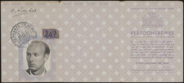 603919 - Persoonsbewijs (voorkant), d.d. 22-8-1941, van Cornelis Ignatius A.M. WOUTERS, geb. 21-3-1915 te Tilburg, gehuwd met L.W.A.M. de Rooij. Op 20-11-1945 wonende Dross. Bernagiestraat 13, te Tilburg. Directeur van een Textielververij.