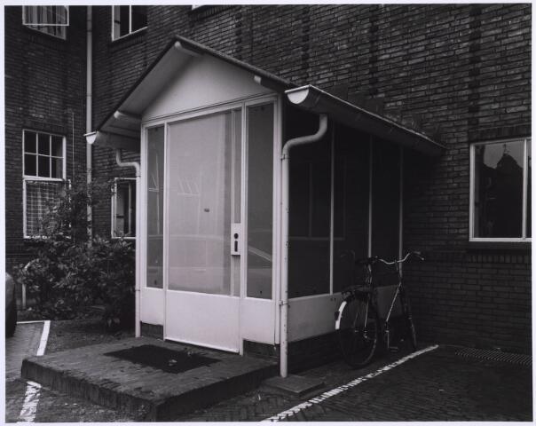 022978 - Elisabethziekenhuis. Gezondheidszorg. Provisorische entree in een van de zijgevels op het binnenterrein van het St. Elisabethziekenhuis