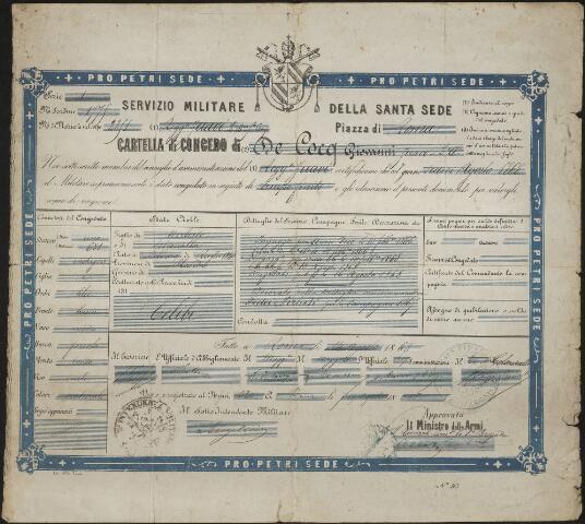 """603698 - Italiaanse oorkonde van Johannes Baptist Henricus de Cocq, afgegeven na het vervullen van zijn diensttijd als zoeaaf bij het pauselijk leger van 1866 tot 1868. De Cocq werd ook wel Drik of Dirk genoemd.  Hij werd geboren te Tilburg op 5 juli 1840 als zoon van Norbertus de Cocq en Petronella Kuijpers. Hij trad op 19 mei 1870 te Tilburg in het huwelijk met Hendrika Smeulders.  In de huwelijksakte wordt als beroep van Johannes winkelbediende vernoemd.  Hij had echter al het een en ander meegemaakt. Als Rooms Katholiek vertrok hij in 1866 naar Rome om als zoeaaf het Pauselijke leger te versterken om de stad Rome te verdedigen tegen de Italiaanse eenwording. De pauselijk staat werd bedreigd en de aanval op Rome stond  onder leiding van Giuseppe Garibaldi. In februari 1866 werd Johannes de Cocq ingeschreven als zouaaf in Rome, aanvankelijk voor de duur van twee jaar. Hij vocht onder andere mee in de slag om Mentana. Begin 1868 zou hij eervol ontslag moeten krijgen maar bleef langer in dienst van het zouavenleger. Uit aantekeningen van correspondentie uit 1868, uitgewisseld tussen fraters, blijkt dat hij niet heeft bijgetekend maar met toestemming van de commandant voor onbepaald tijd in dienst zou blijven.  In februari 1868 werd hij onderscheiden met het erekruis Fidei et Virtuti. Paus Pius IX reikte persoonlijk de onderscheidingen uit en """"De Cocq trok hij aan zijn kneveltje en gaf hem een tik op de wang dat het klinkte"""". Voor 1870 keerde Johannes terug naar Tilburg. Van beroep werd hij winkelbediende, wellicht naar aanleiding van een verzoek dat hij al in 1867 aan een frater richtte. Hij zag er tegen op naar Tilburg terug te keren en zich """"te moeten begeven in het dagelijks verkeer van het fabrieksvolk"""". Hij verzocht via de frater dan ook om plaatsing in Tilburg als koster of werkman bij een pastoor of iets dergelijks. In 1891 ontving Johannes opnieuw een pauselijke onderscheiding, de bronzen medaille Bene Merenti.   Van juni 1908 tot aan zijn overlijden op 6 no"""