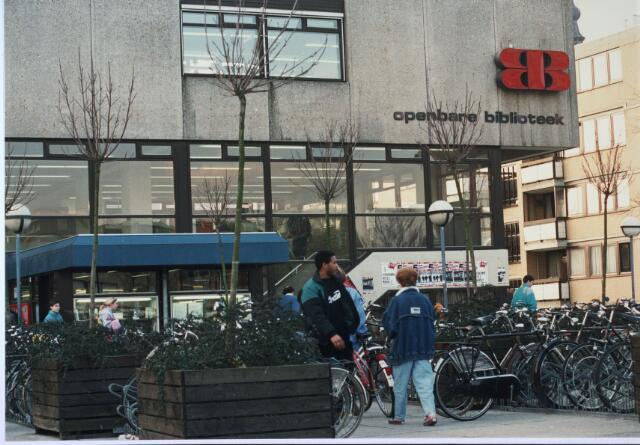 024294 - Ingang van de voormalige Openbare Bibliotheek aan het Koningsplein