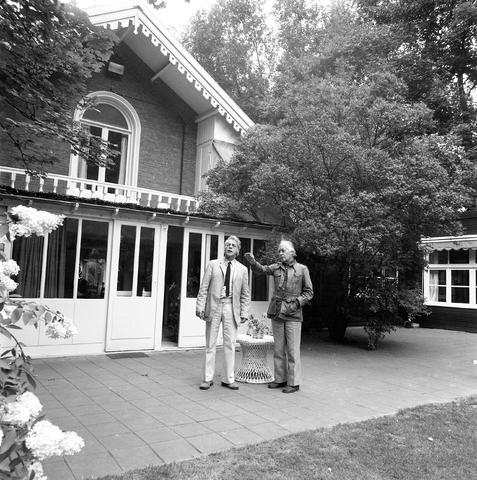 D-003038-1 - Huis van Nico Molenkamp, Koningshoeve. het oude lustpaleisje van Willem II