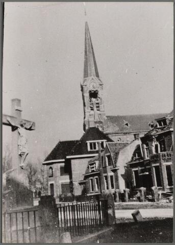 104475 - Tweede wereldoorlog. Oorlogschade. Rooms Katholieke Kerken. Den Hout. R.K. St. Corneliuskerk.
