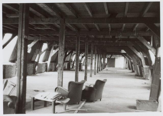 019480 - Zolder in een gebouw van de firma Simon de Cock aan de Goirkestraat