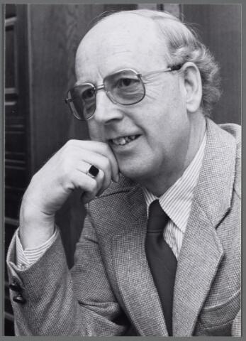 102555 - P. Huijskens, discussieleider van de Brede Maatschappelijke Discussie.