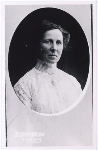 004892 - Maria Christina KNEGTEL (Miet, Tilburg 1870 - Den Haag 1954), dochter van Leonardus Nicolaas Knegtel (1838-1888), oprichter van wijnhandel Knegtel, en Catharina Helena Latour (1837-1882). Zij bleef ongehuwd.