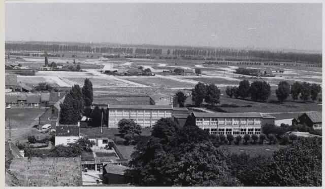 100975 - Luchtfoto van Oosterhout in de steigers