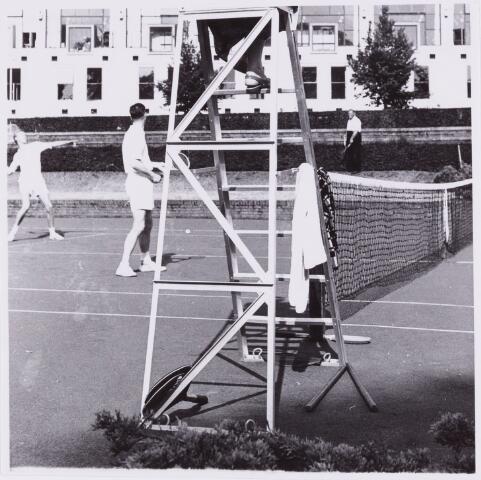 053978 - Sport. Tennis. Tennisbaan aan de Goirleseweg in het Sportpark;
