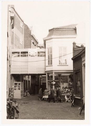 032388 - Panden aan de voormalige pleinstraat/ hoek voormalige Kerkpad reeds afgebroken thans deel uitmakende van onder meer het parkeerterrein aan het Stadhuisplein