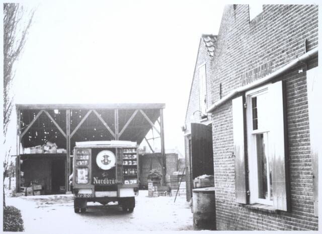 026722 - Erf achter het pand Stokhasseltkerkstraat 21 eind januari 1965