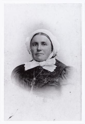 007667 - Portret. Johanna Norbertha van Gorp geboren te Tilburg 28 januari 1839 aldaar overleden 7 september 1924, weduwe van Adriaan Cornelis van de Put.