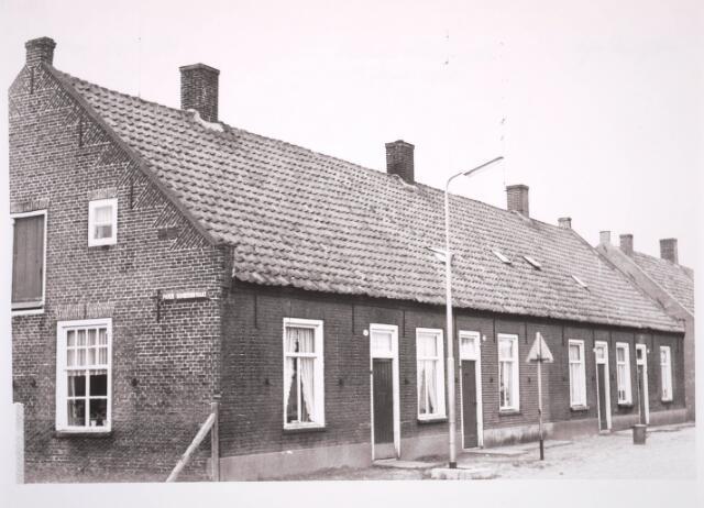 030819 - De Rugdijk op de hoek van het niet meer bestaande deel van de Pater Dondersstraat, iets ten oosten van de kerk. Deze straat maakt thans deel uit van De Schans.