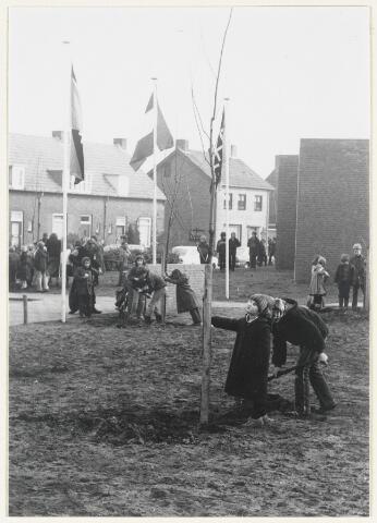 91168 - Made en Drimmelen. Festiviteiten tijden de opening van de Stuifhoekschool in 1980