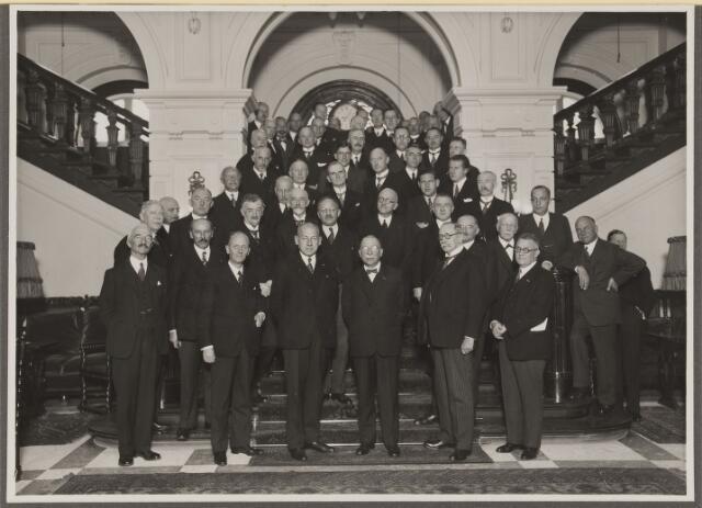 075530 - Onthulling van Tienhovenbank op 14 november 1935. aangeboden b.g.v. de 60e verjaardag van P.G. van Tienhoven voorzitter Natuurmonumenten.