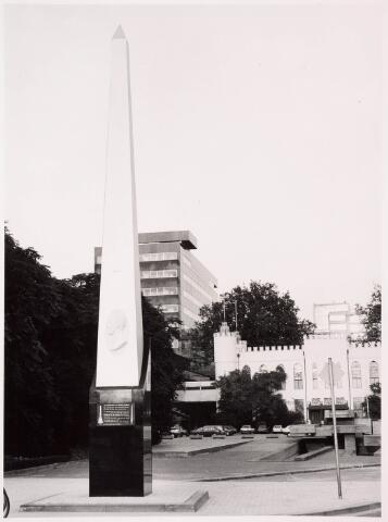 036105 - Stadhuisplein. Onthulling gedenknaald Obelisk.