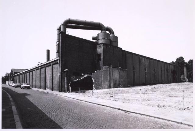 022869 - Textiel. Voormalige fabriek van Beka, gezien vanuit de Jan Aartestraat, in 1976. Op deze plaats verrees een nieuwe woonwijk