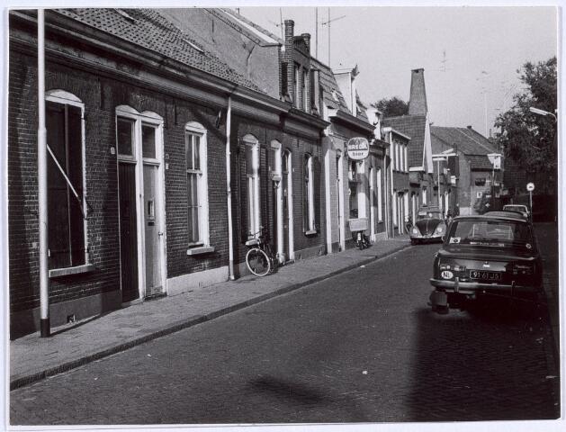 014064 - Panden in de Akkerstraat, gezien in de richting van de St.-Annastraat aan het begin van de jaren 70.