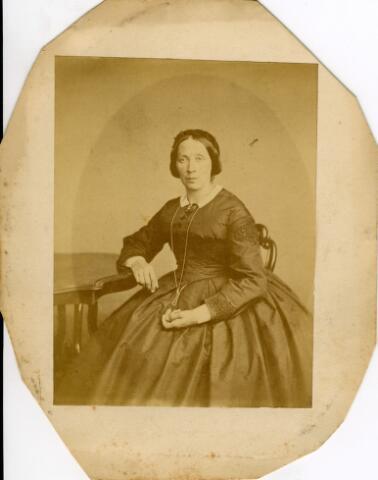 092941 - Hendrika Reijners, geboren te Druten op 9 maart 1825 en overleden te Arnhem op 28 februari 1899. Zij trouwde de Tilburgse lakenlverver Bernardus J.A. van Spaendonck.